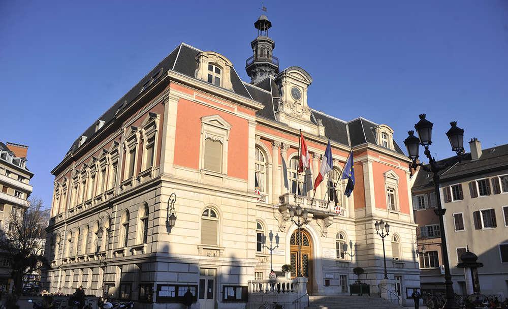 La mairie chamb ry ville for Piscine de chambery
